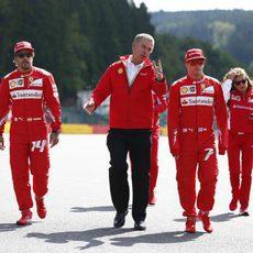 Fernando Alonso y Kimi Räikkönen en un evento de Shell