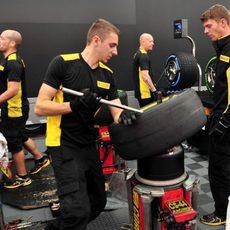 Trabajo de neumáticos en Pirelli