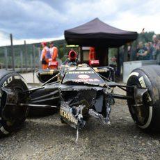 Morro destrozado del E22 de Pastor Maldonado