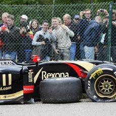 El Lotus de Pastor Maldonado, destrozado