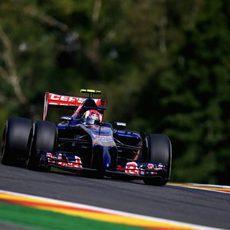 El STR9 de Daniil Kvyat avanza en el circuito de Spa