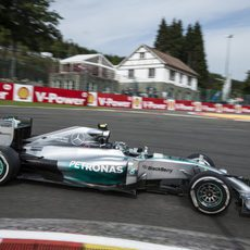Nico Rosberg acabó el día a seis décimas de su compañero