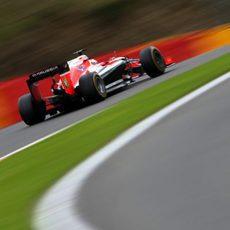 Jules Bianchi ataca la recta de Spa