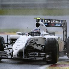 Valtteri Bottas rueda en mojado durante la clasificación