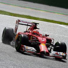Kimi Räikkönen rueda con el compuesto intermedio