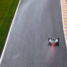 Lewis Hamilton, a toda velocidad en una de las rectas