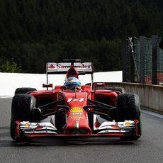 Fernando Alonso regresa al 'pit-lane'