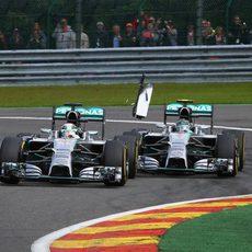Toque de Nico Rosberg a Lewis Hamilton