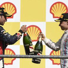 Ricciardo y Bottas brindan en el podio
