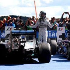 Nico Rosberg aparca el coche tras acabar la carrera