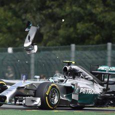 Nico Rosberg pierde un trozo del alerón delantero