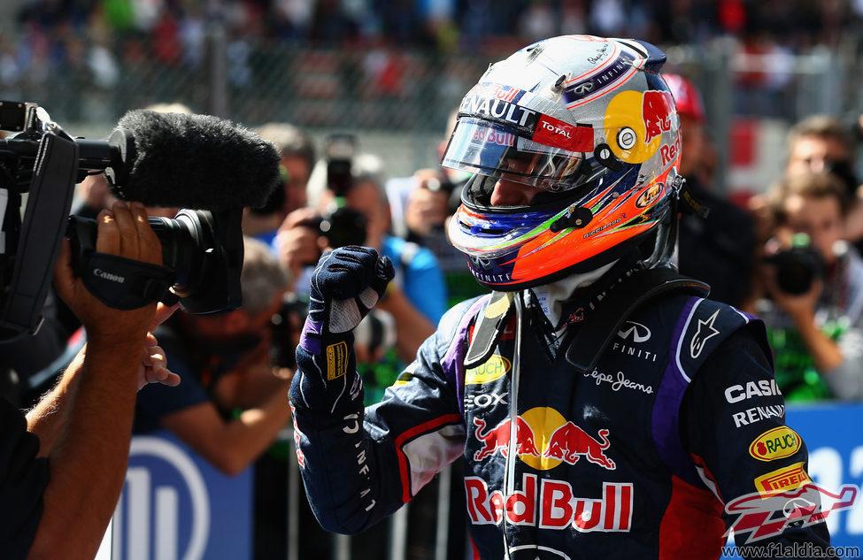 Alegría de Daniel Ricciardo ante la cámara