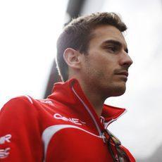 Jules Bianchi de camino al box