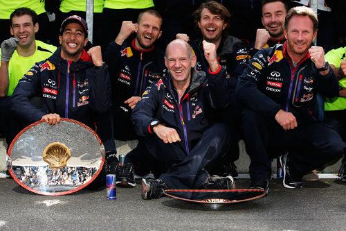 Adrian Newey y Christian Horner, contentos por Ricciardo