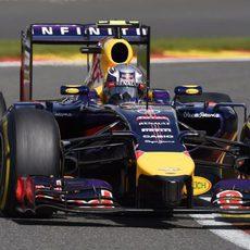 El RB10 de Daniel Ricciardo avanza en Spa