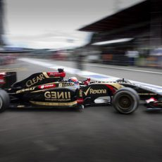 Romain Grosjean saliendo de boxes