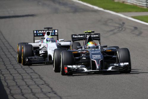 Esteban Gutierrez intenta dejar atrás a Felipe Massa