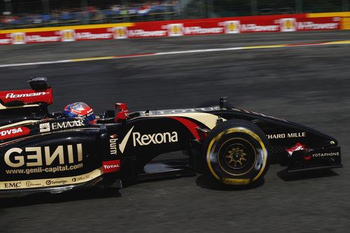 Romain Grosjean tomando la curva de Spa