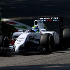 Felipe Massa disputa los libres del viernes en Monza