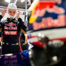Daniil Kvyat se prepara para subirse al STR9