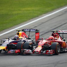 Ricciardo y Räikkönen, rueda con rueda