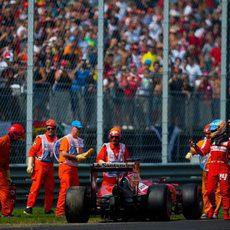 Fernando Alonso abandona en Italia con el F14-T