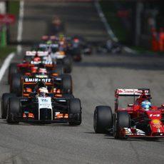Fernando Alonso, por delante de Sergio Pérez en Monza