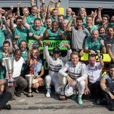 Mercedes celebra el doblete cosechado en Monza