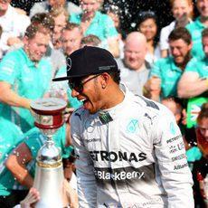Felicidad plena de Lewis Hamilton en Monza