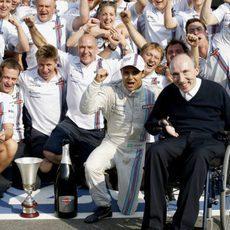 El equipo Williams celebra el podio de Felipe Massa