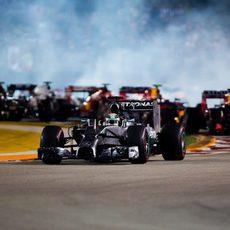 Lewis Hamilton aguanta la pole en Singapur