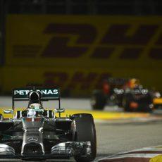 Lewis Hamilton ampliando la brecha con Sebastian Vettel