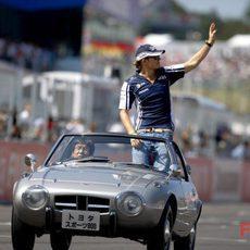 Rosberg saluda al público