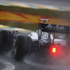 Rosberg con la pista mojada