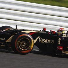 Pastor Maldonado prueba los neumáticos duros sobre el asfalto de Suzuka