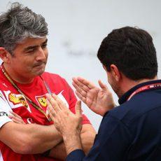 Marco Mattiacci charla con Luís García Abad en Suzuka