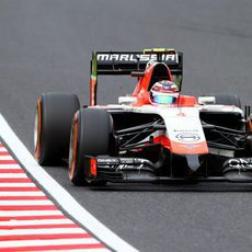 A Max Chilton se le ha ido la parte de atrás del coche en la curva 13
