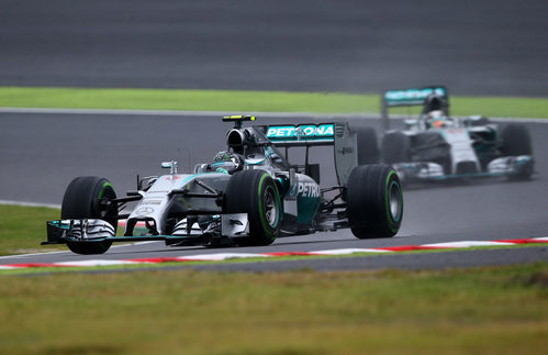 Nico Rosberg trata de huír de Lewis Hamilton