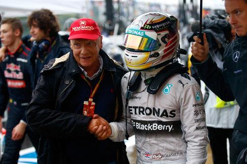 Niki Lauda felicita a Lewis Hamilton por su victoria