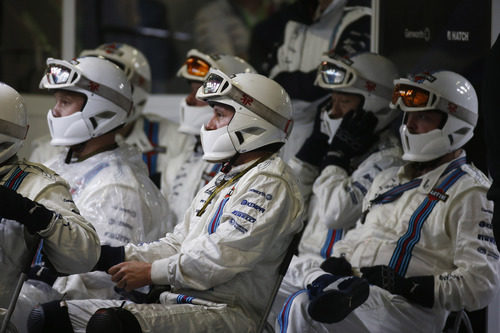 Los mecánicos de Williams esperan a entrar en acción