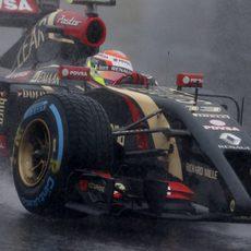 Los pilotos han tomado la salida con neumáticos de lluvia extrema