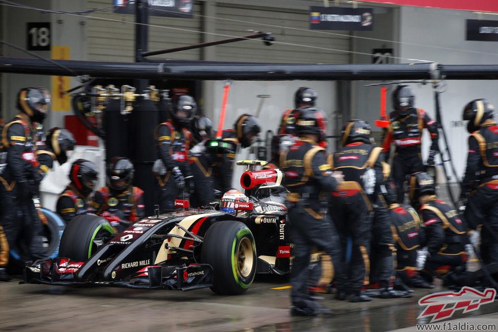 Grosjean pone neumáticos intermedios