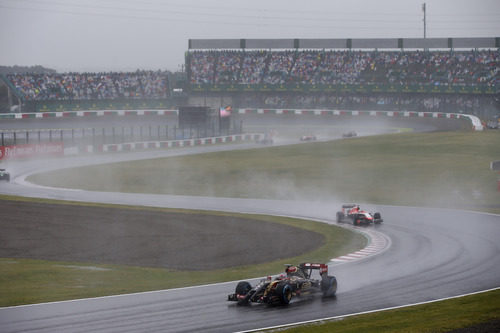 Mucho spray para los pilotos de detrás