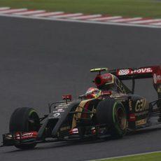 Maldonado aprovecha los momentos en los que la pista estaba más seca