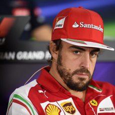 Fernando Alonso, cabizbajo en rueda de prensa