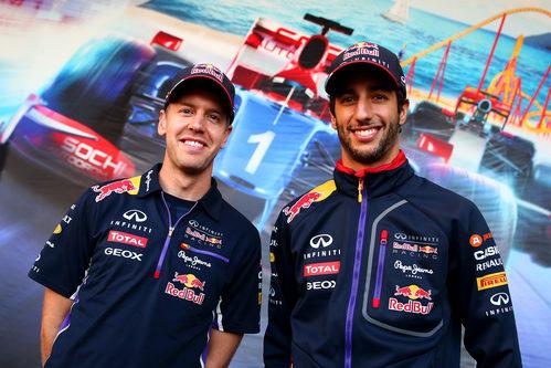 Sebastian Vettel y Daniel Ricciardo posan en Rusia
