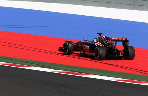 Romain Grosjean probando los límites del trazado de Sochi