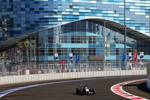 Nico Hülkenberg al volante del Force India en los entrenamientos libres en Sochi