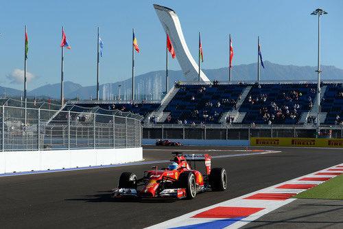 Fernando Alonso rodando por el circuito de Sochi