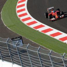 Fernando Alonso corriendo en los Libres 2 del GP de Rusia 2014